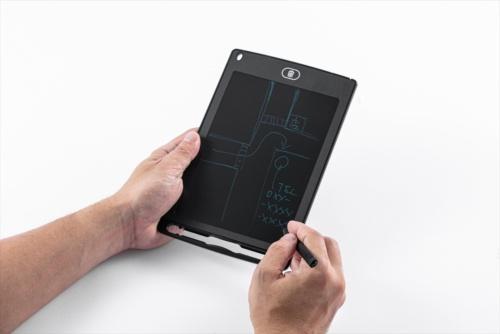 専用のタッチペンが付属し、それを使ってスクリーンにメモを書く。書いた内容は、本体上にある消去ボタンを押すまで保持される