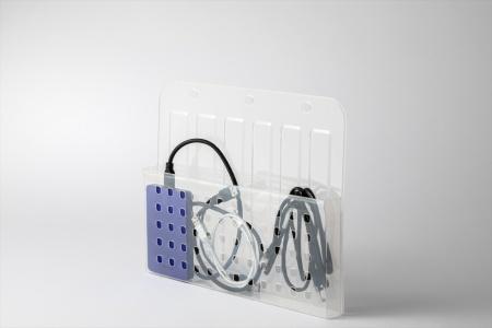 ポータブルHDDやケーブルなどを収納しても便利
