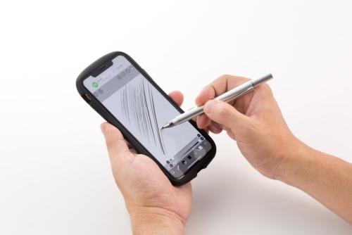 クリアディスク型のタッチペンは狙った位置をタップしやすく、細かい作業に向く。イラストを描いてみたが、作業しやすかった。筆圧を認識できるアプリもある