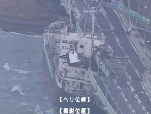 関西国際空港連絡橋に衝突したタンカー(写真:国土交通省近畿地方整備局)