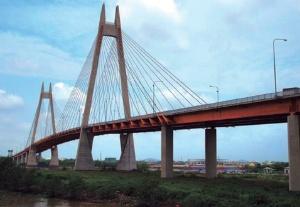 ビン橋の中央支間長は260mだ。設計者は長大など。IHI・清水建設・三井住友建設JVが施工して2005年に完成した(写真:日経コンストラクション)