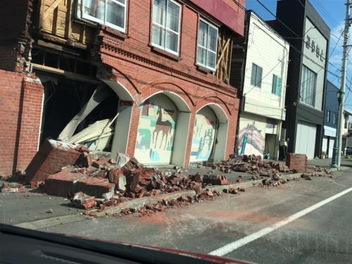 震度6強を観測した北海道安平町の市街地(写真:地盤ネット 横山芳春)