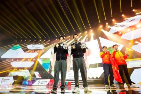 アジア競技大会で優勝した相原 翼選手(左)と杉村 直紀選手(右)