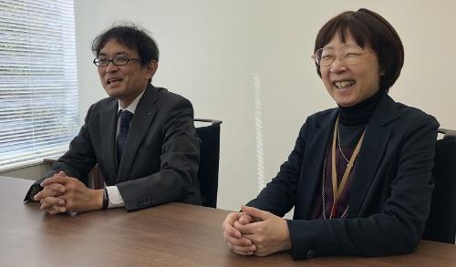 テクノロジー・イノベーションセンターでダイキン情報技術大学の事務局を務める、山下かおり担当課長(右)と下津直武担当課長(左)