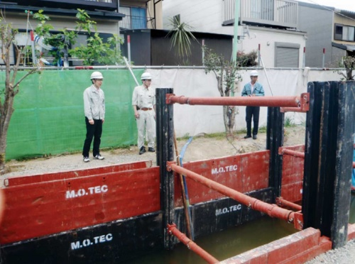 地下水がたまった掘削箇所の様子(写真:長岡京市)