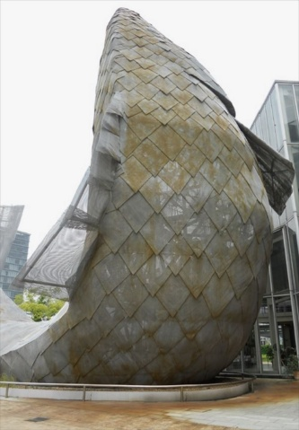 神戸・メリケンパークにあるフィッシュ・ダンス。ゲーリー氏の設計で1987年に完成(写真:日経アーキテクチュア)