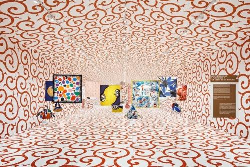 「FUROSHIKI PARIS」のパビリオンの内観。「2018年が日仏交流160周年を記念するに際し、日仏のアーティストに『自然のサイクル』を表現してもらい、彼らの集合的なメッセージを来場者に伝えることで、地球の持続的な未来をみんなで考えることにつながればと願います」(田根氏)(写真:Atelier Tsuyoshi Tane Arhcitects、Takuji Shimmura)