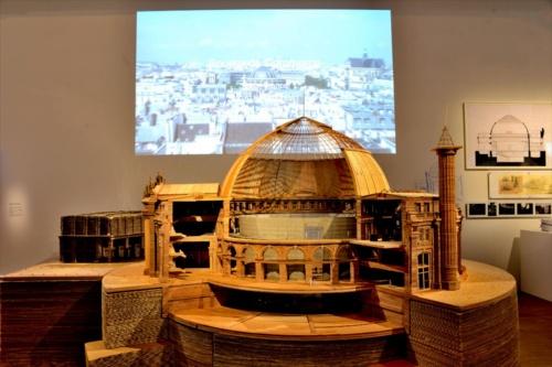 ポンピドー・センターの安藤忠雄展(2018年10月10日~12月31日)で展示されているブース・デ・コマースの巨大木製模型(写真:日経アーキテクチュア)