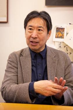 構造設計を担当したホルツストラを率いる稲山正弘氏(写真:浅田 美治)