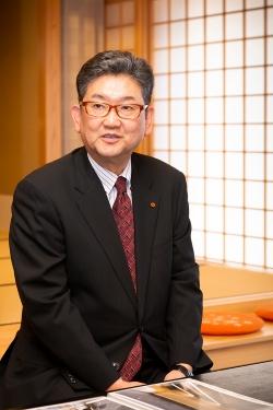 建築主であるやまだ屋で代表取締役を務める中村靖富満氏(写真:浅田 美浩)