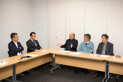 座談会は2020年2月28日に行った。左から山代悟氏、藤田譲氏、腰原幹雄氏、青木哲也氏、稲山正弘氏(写真:浅田 美浩)