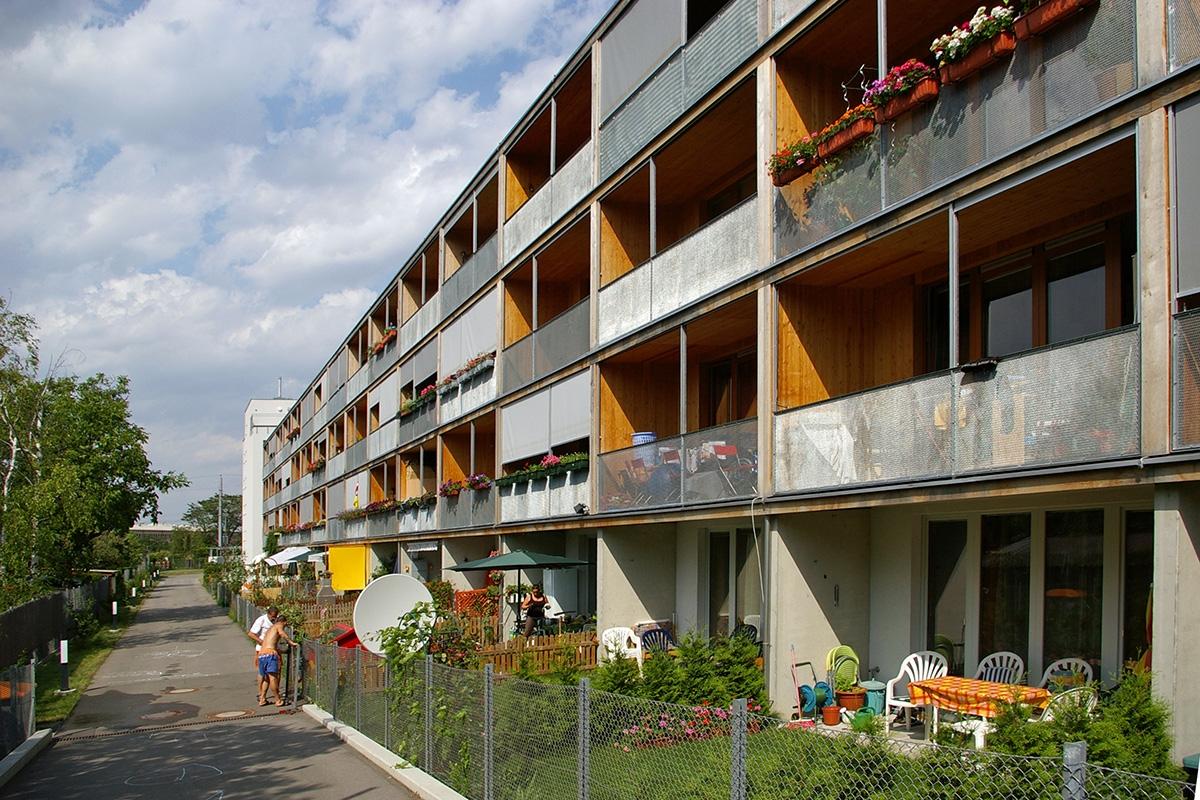 ⽊造5階建てのシュペットルガッセの集合住宅(オーストリア・ウィーン、2005年、Hubert Riess)(写真:網野 禎昭)