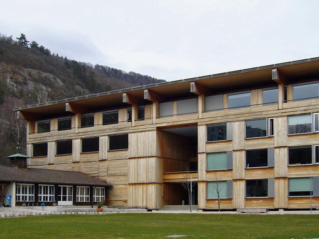 ベルン応用科学大学(スイス・ビール、1999年、Marcel Meili・Markus Peter)(写真:網野 禎昭)