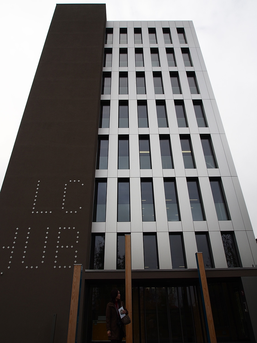 8階建ての木造オフィスビル。ライフサイクル・タワー・ワン(オーストリア・ドルンビルン、2012年、Hermann Kaufmann)(写真:網野 禎昭)