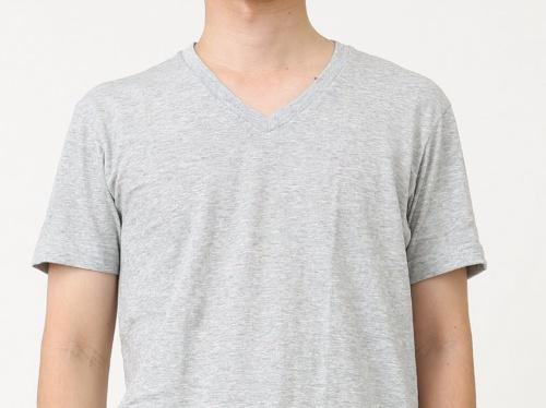 インナーにお薦めなVネックのTシャツの例