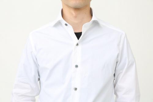 YシャツからTシャツが見えているのはNG