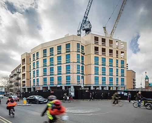 英国で建設されたDalston Lane(ダルストン・レイン)。10階建ての集合住宅と商業施設による複合施設でCLTを用いた(写真:Daniel Shearling)