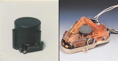 図1 科学衛星用の姿勢基準装置(左)と宇宙用のジャイロセンサー