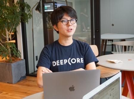 ディープコアでKERNELの運営を担当する田中和哉ディレクター