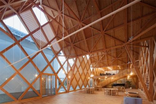 〔写真1〕格子トラスで壁と屋根を構築
