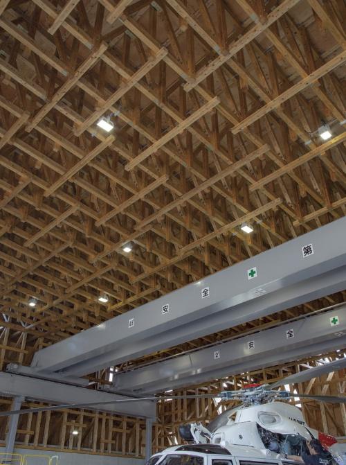 〔写真1〕20m超スパンの木造トラス