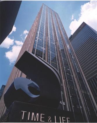 改修前の1271アベニュー・オブ・ザ・アメリカスの写真。旧名称は「タイム・ライフビル」だった。6番街に軒を連ねる超高層オフィスビルとして、ランドマークの1つとなってきた(写真:ロックフェラーグループ・インターナショナル社)