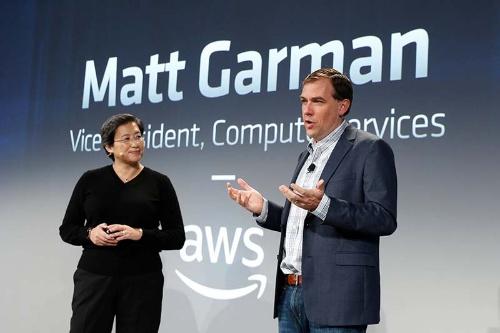 AMDのリサ・スー社長兼CEO(左)とAWSのマット・ガルマンバイスプレジデント