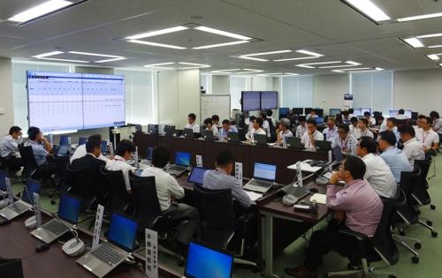 北海道胆振東部地震の災害対策室で対応に追われるメンバー