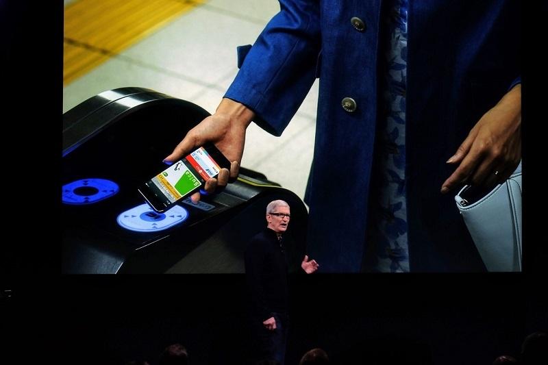 2016年10月開催のスペシャルイベントでApple PayのSuica対応を紹介する米アップルのティム・クックCEO(最高経営責任者) (撮影:松村 太郎、以下同じ)