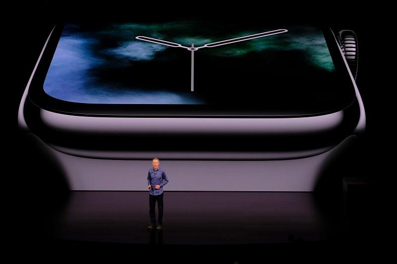 2018年9月に画面サイズの拡大を伴うモデルチェンジを行った「Apple Watch Series 4」 (撮影:松村 太郎、以下同じ)