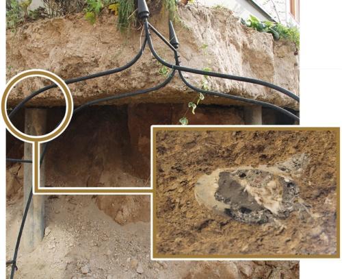 〔写真3〕コンクリート杭で沈下を防ぐ