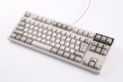 高価なキーボードだと、2万~3万円するものも珍しくない。写真は東プレ製でPFUが販売する「REALFORCE R2 テンキーレス『PFU Limited Edition』 日本語配列」。直販価格は約2万9000円