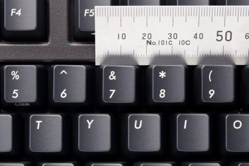 キーピッチはキーの間隔を示す。写真はダイヤテックの「Majestouch Convertible 2 茶軸・フルサイズ・英語 US ASCII」(実勢価格は約1万6000円)。キーピッチは約19ミリだ