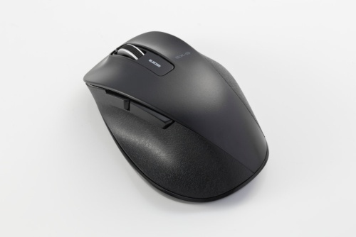 独自無線タイプの無線マウスは、PCのUSBポートに受信機を取り付けて使う。写真はエレコムの「M-XGM10DBXBK」(実勢価格は約2900円)。なお本記事において価格表記は、注意書きがある場合を除き全て税別である