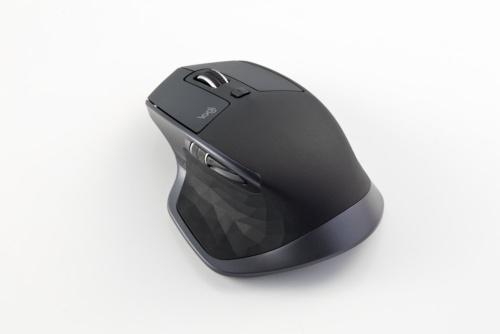 MX MASTER 2Sは合計7個のボタンを備える