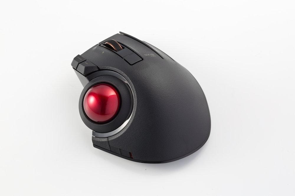 エレコムの「M-XPT1MRXBK」(実勢価格は約1万円)は、3つの機能割り当てボタンを備えたトラックボール。独自方式の無線で接続するが、有線接続にも対応している