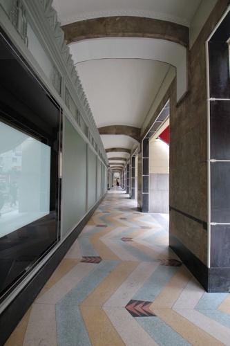 堺筋に沿って約67m続くアーケード(写真:日経アーキテクチュア)