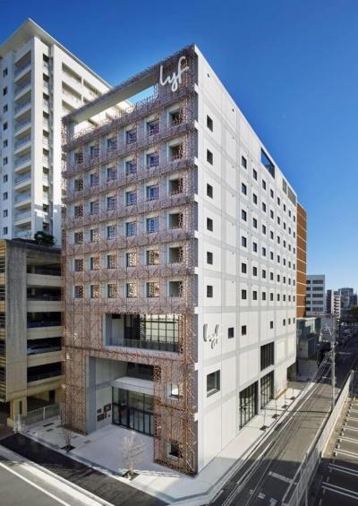 「今泉公園前プロジェクト」の複合施設。地上3~9階には、シンガポールのアスコットが運営するホテル「lyf Tenjin Fukuoka(ライフ天神福岡)」が入居する(写真:NTT都市開発)