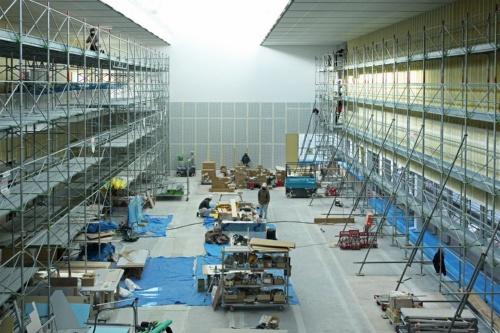 施工中の「ジャイアントルーム」。人々がアートプロジェクトなどに参加して活動する場「アートファーム」にする計画(写真:田村 友一郎)