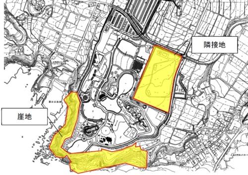 ソレイユの丘の隣接地(黄色の部分)の広さは、東側平たん地と南側崖地の合計で約6万6000m<sup>2</sup>ある(資料:横須賀市、長井海の手公園等交流拠点機能拡充事業基本計画)