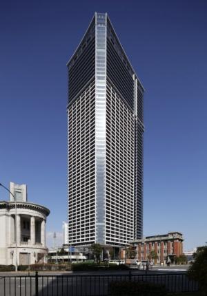 タワー棟は地下1階・地上58階建て。高さは約200m(写真:安川 千秋)