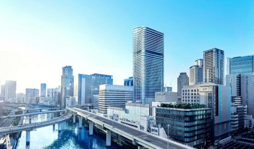 建物の外観イメージ(中央の高いビル)と周辺の街並み(資料:東京建物)