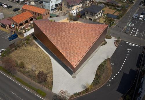 上空から見たJINS PARK。近隣の建物と見比べると、JINS PARKの巨大さが分かる(写真:Daici Ano)