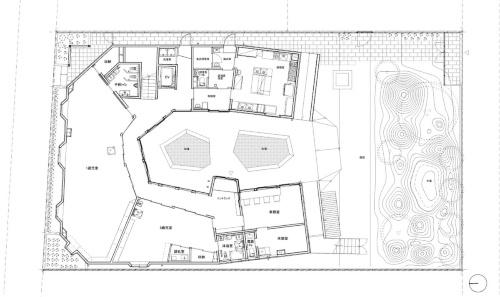 1階平面図。U字形の平面に多角形の部屋を配置した。どの部屋も形が異なる(資料:チームラボアーキテクツ)
