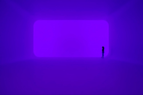 Superblue Miamiの展示1。ジェームズ・タレル氏の作品(資料:James Turrell,AKHU,2021. Installation view of Every Wall is a Door,Superblue Miami,2021. James Turrell. Photo:Oriol Tarridas.)