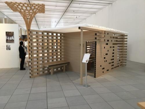 紙の茶室の原寸大模型。中に入れる(写真:西岡 梨夏)