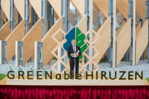 オープン記念式典であいさつする、真庭市の太田昇市長(写真:GREENable HIRUZEN オープン記念式典)