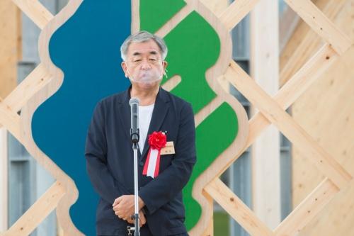 蒜山に駆け付けた隈研吾氏(写真:GREENable HIRUZEN オープン記念式典)