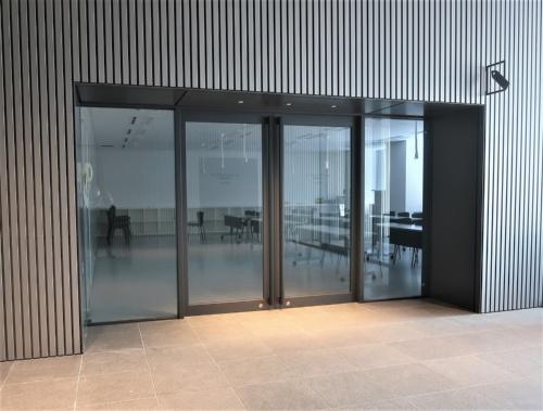 1階には約100m<sup>2</sup>のワークショップルームもある(写真:日経クロステック)