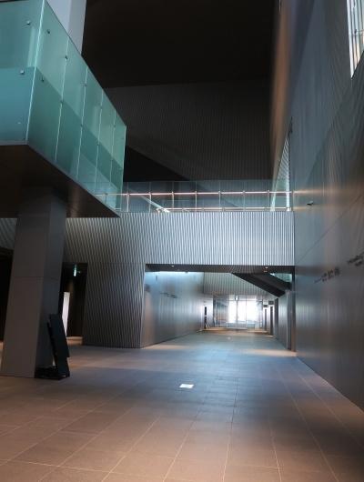 南北を貫く1階のパッサージュ(写真:日経クロステック)